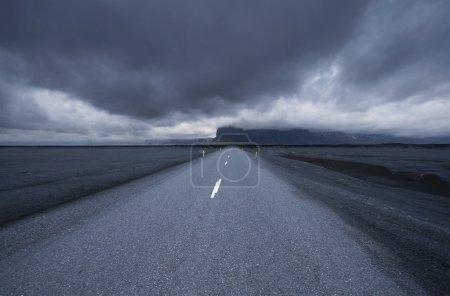 Photo pour Route en Islande, orageux, wide angle - image libre de droit