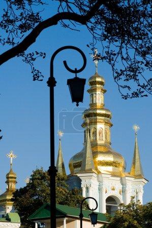 Photo pour Dômes d'église dorés - image libre de droit