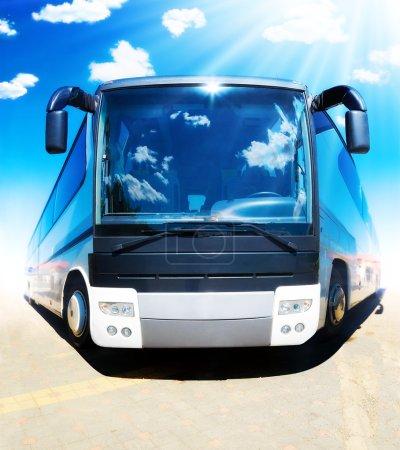 Photo pour Super bus. Drôle de bus touristique vue de face . - image libre de droit