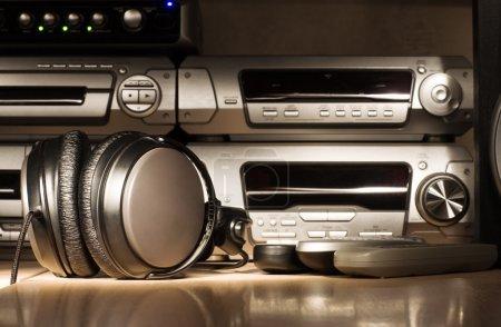 Photo pour Équipement audio. foudre de nuit noire. - image libre de droit