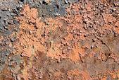 Rozsdás fém felületen cracky festéssel