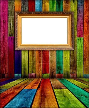 Photo pour Un cadre blanc vintage dans une pièce en bois - image libre de droit