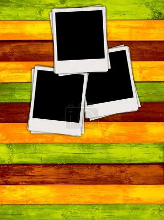 Photo pour Trois photos vierges sur un fond coloré. Veuillez visiter mon portfolio pour en savoir plus . - image libre de droit