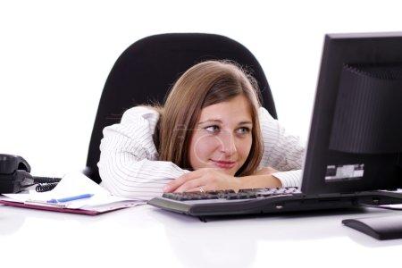 Photo pour Portrait d'une jeune femme d'affaires heureuse qui travaille au bureau - image libre de droit