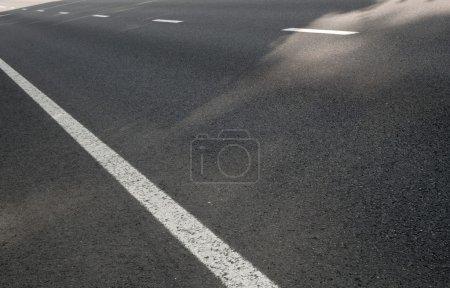 Photo pour Clivages sur la route - image libre de droit
