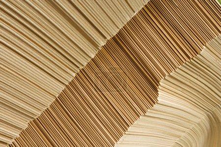 Photo pour Tas de carton d'emballage brun Gros plan dans l'entrepôt - image libre de droit