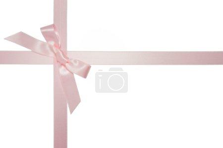 Photo pour Ruban croisé rose avec noeud isolé sur fond blanc - image libre de droit