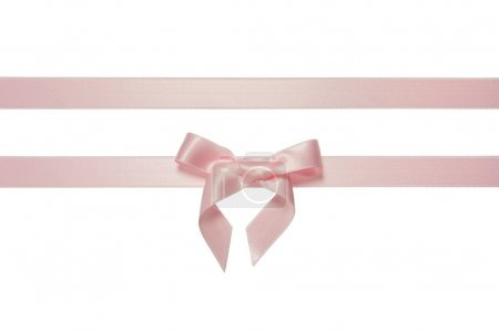 Photo pour Ruban horizontal rose avec noeud isolé sur blanc - image libre de droit
