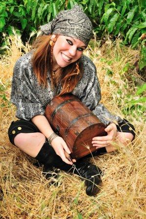 Piratenmädchen ist glücklich