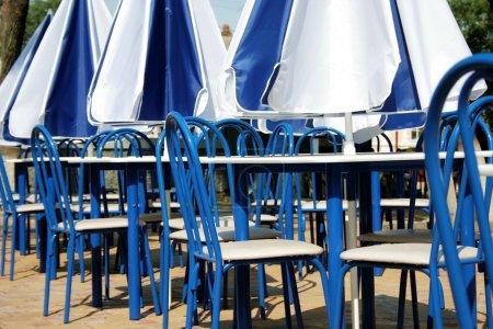 Photo pour Terrasse dans les couleurs blanc-bleu - image libre de droit