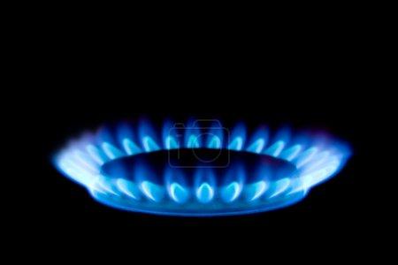 Photo pour Flamme de gaz isolée sur fond noir - image libre de droit
