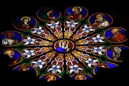 Photo pour Vitrail coloré dans la cathédrale catholique - image libre de droit