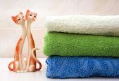 Badetücher und Figürchen von Katzen