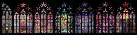 Foto de Catedral de San Vito manchado vidrio ventana colección, Praga, República Checa - Imagen libre de derechos