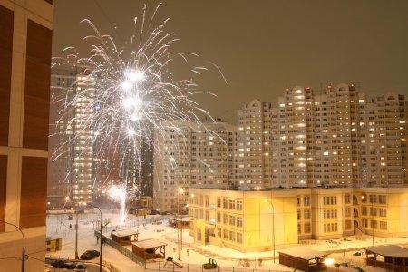 Photo pour Feu d'artifice festif dans la Cour de Moscou dans la nuit - image libre de droit