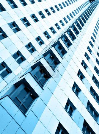 Photo pour Mur de l'appartement moderne bâtiment storeyed beaucoup - image libre de droit