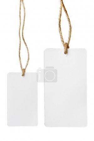 zwei leere Preisschilder