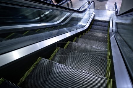 Moving escalator without