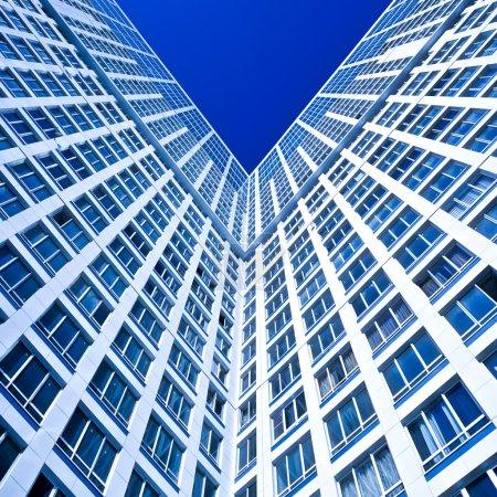 Photo pour Coin bleu de la nouvelle maison d'habitation moderne en composition carrée - image libre de droit