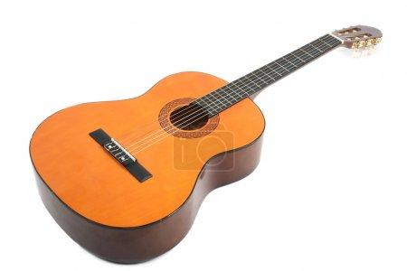 Photo pour Guitare acoustique classique isolée sur fond blanc - image libre de droit