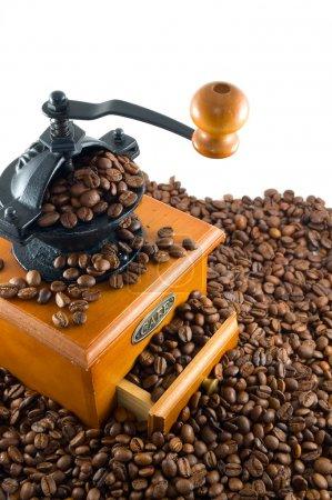 Photo pour Café et moulin sur fond blanc - image libre de droit