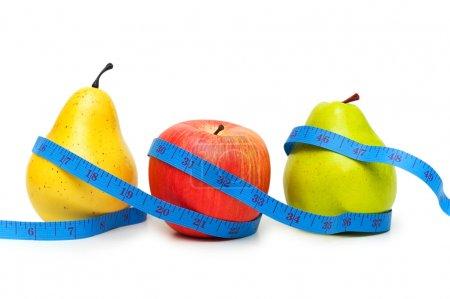 Photo pour Poires et pommes illustrant le concept de régime alimentaire aux fruits - image libre de droit