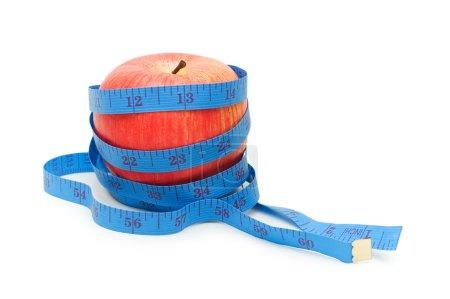 Photo pour Pomme rouge illustrant le concept de régime aux fruits - image libre de droit