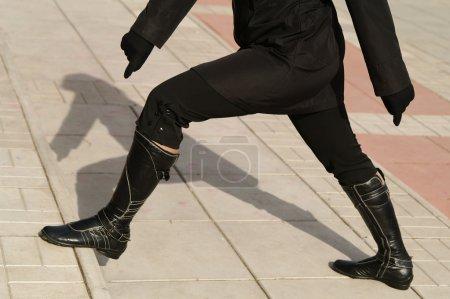 Photo pour Noir ; haute ; bottes ; femme ; wifey étape ; en cuir - image libre de droit