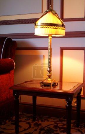 Photo pour Lampe sur table, - image libre de droit