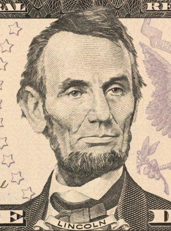 Foto de Abraham lincoln en billetes de 5 dólares de 2006 desde el decimosexto presidente de Estados Unidos de los Estados Unidos desde marzo 1861 hasta su asesinato en abril de 1865. - Imagen libre de derechos