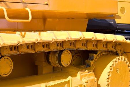 Photo pour Série de machines : piste peinte en jaune de bulldozer lourd - image libre de droit