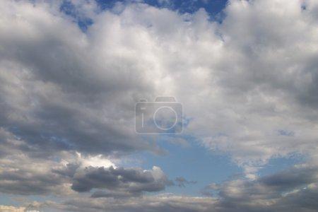 Photo pour Ciel nuageux - image libre de droit