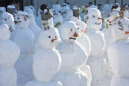 Snowmen crowd