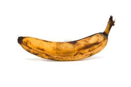 Foto de Fruta sobremadura banana. aislado en blanco - Imagen libre de derechos