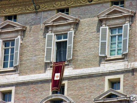 Photo pour Piazza san pietro, Roms, pape fenêtre - image libre de droit