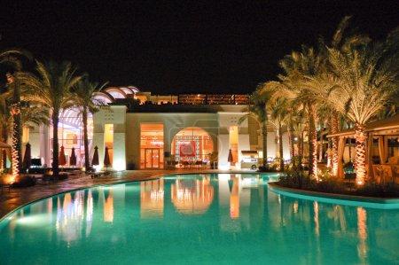 Photo pour Éclairage de nuit d'hôtel, sharm el sheikh, Égypte - image libre de droit