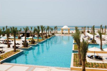Photo pour Aire de loisirs à la piscine, Dubaï, Émirats arabes unis - image libre de droit