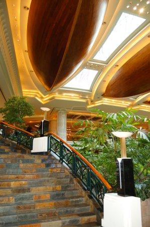 Photo pour Hall d'accueil de luxe hotel, Dubaï, Émirats Arabes Unis - image libre de droit