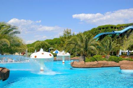 Photo pour Aqua park dans un hôtel turc populaire, Antalya, Turquie - image libre de droit