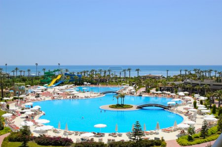 Photo pour Zone de plage à l'hôtel méditerranéen populaire, Antalya, Turquie - image libre de droit
