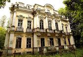 Possedere la residenza estiva di sua Maestà russ