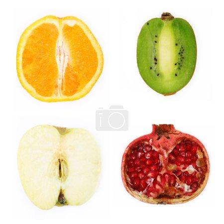 Photo pour Quatre fruits coupés en deux - image libre de droit