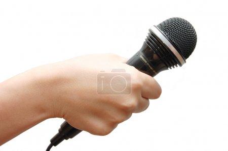 Photo pour Femme main tenant un microphone sur fond blanc - image libre de droit