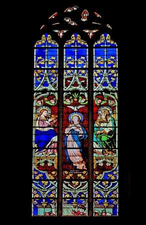 Photo pour Vitrail dans l'église du Luxembourg - image libre de droit