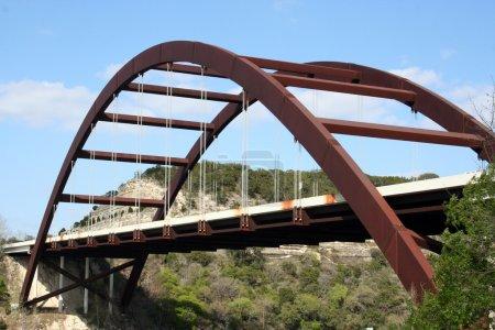 Photo pour Un coup du pont austin 360 sur une journée calme clair. C'est une très belle image du pont et un grand symbole d'austin, au texas - image libre de droit