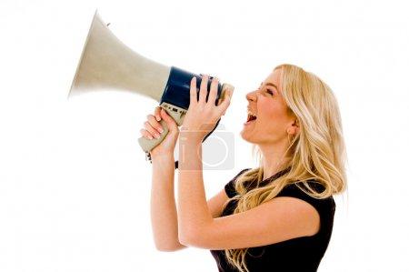 Photo pour Portrait de femme crier en haut parleur sur fond isolé - image libre de droit