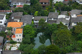 Immobiliare costoso con proprio lago