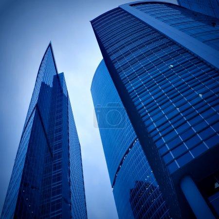Photo pour Nouvel immeuble dans le centre d'affaires - image libre de droit
