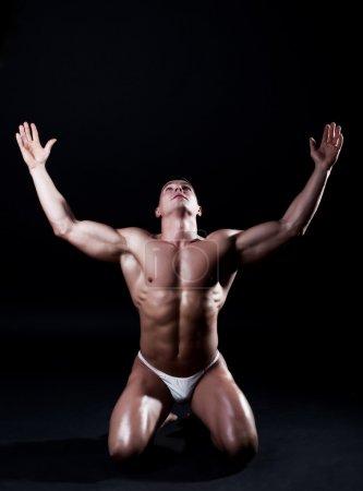 Photo pour Photo de l'athlète sur ses genoux - image libre de droit