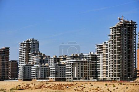 Photo pour Complexe des nouveaux bâtiments Kazan sur la côte de la rivière - image libre de droit